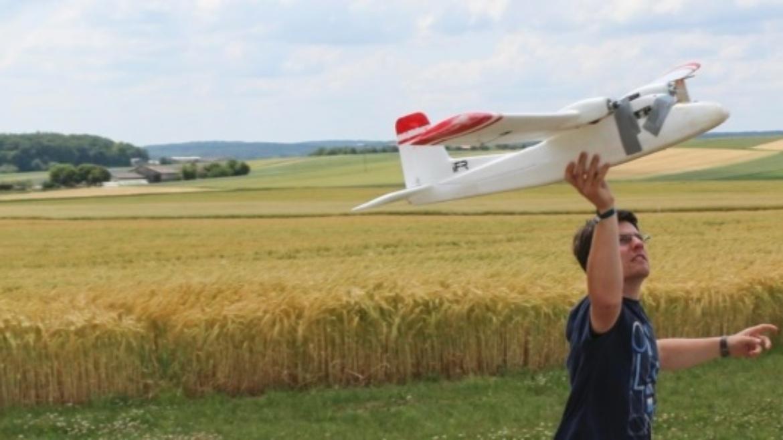 Automatischer Start und Landung eines DA42 ohne Landesystem.