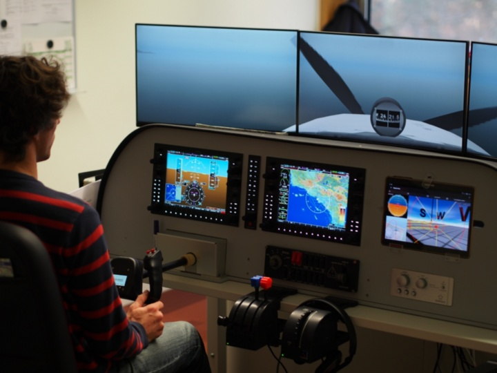 Testing the Application in the Flight Simulator (c)